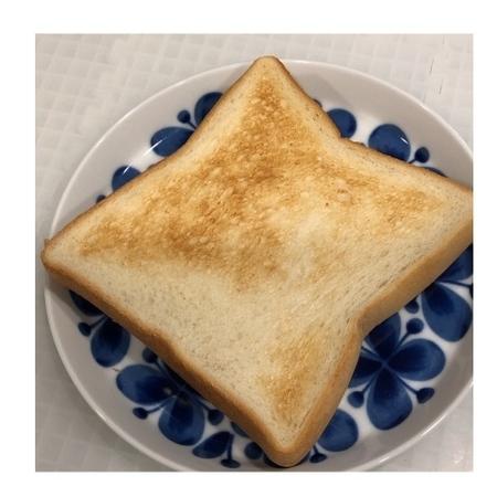 セブンイレブン 金の食パン (2).JPG